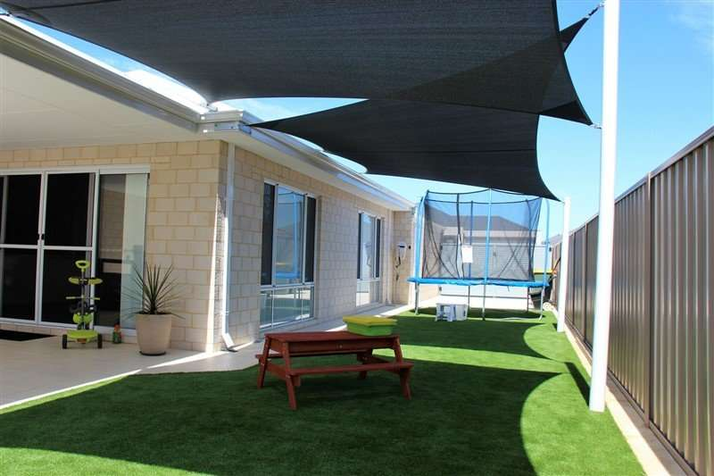 Charcoal-Z16-residential-back-yard-shade-sails
